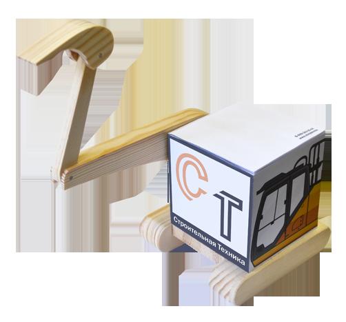 Куб на деревянной подставке