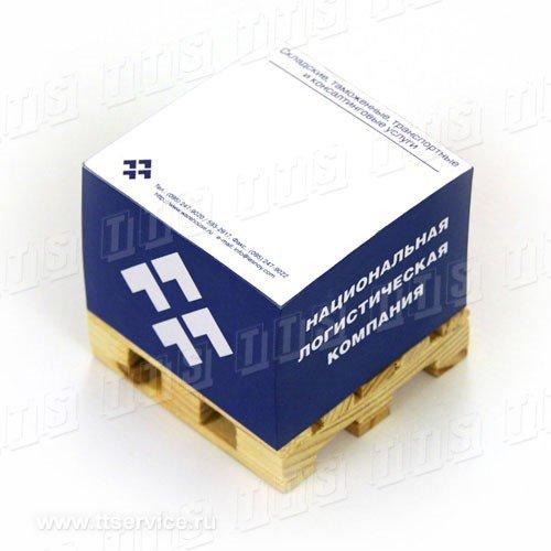 Бумажный блок 7х7х5 см на деревянной паллете