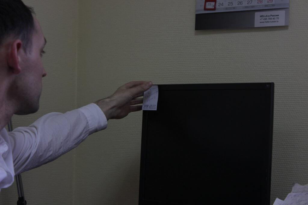 Стикеры от компании ТТС в офисе